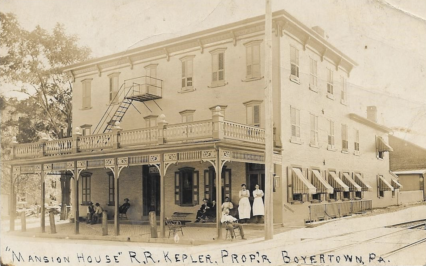The Mansion House Hotel in the early 1900s.