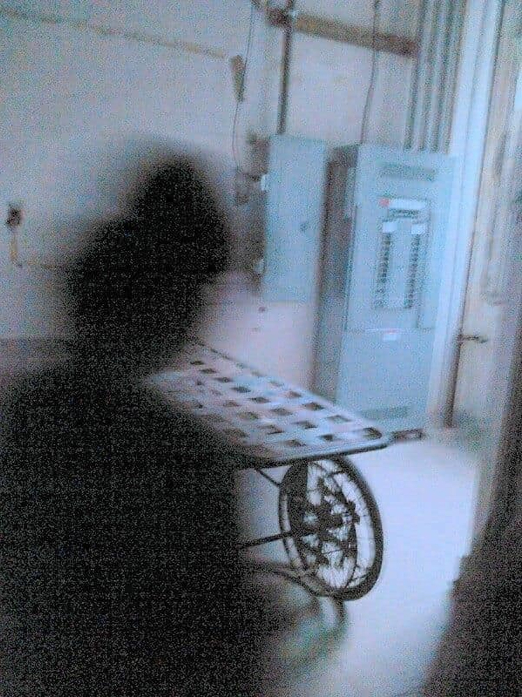 Disturbing-Pictures-of-Shadow-People-That-Will-Make-Your-Skin-Crawl-5.jpg