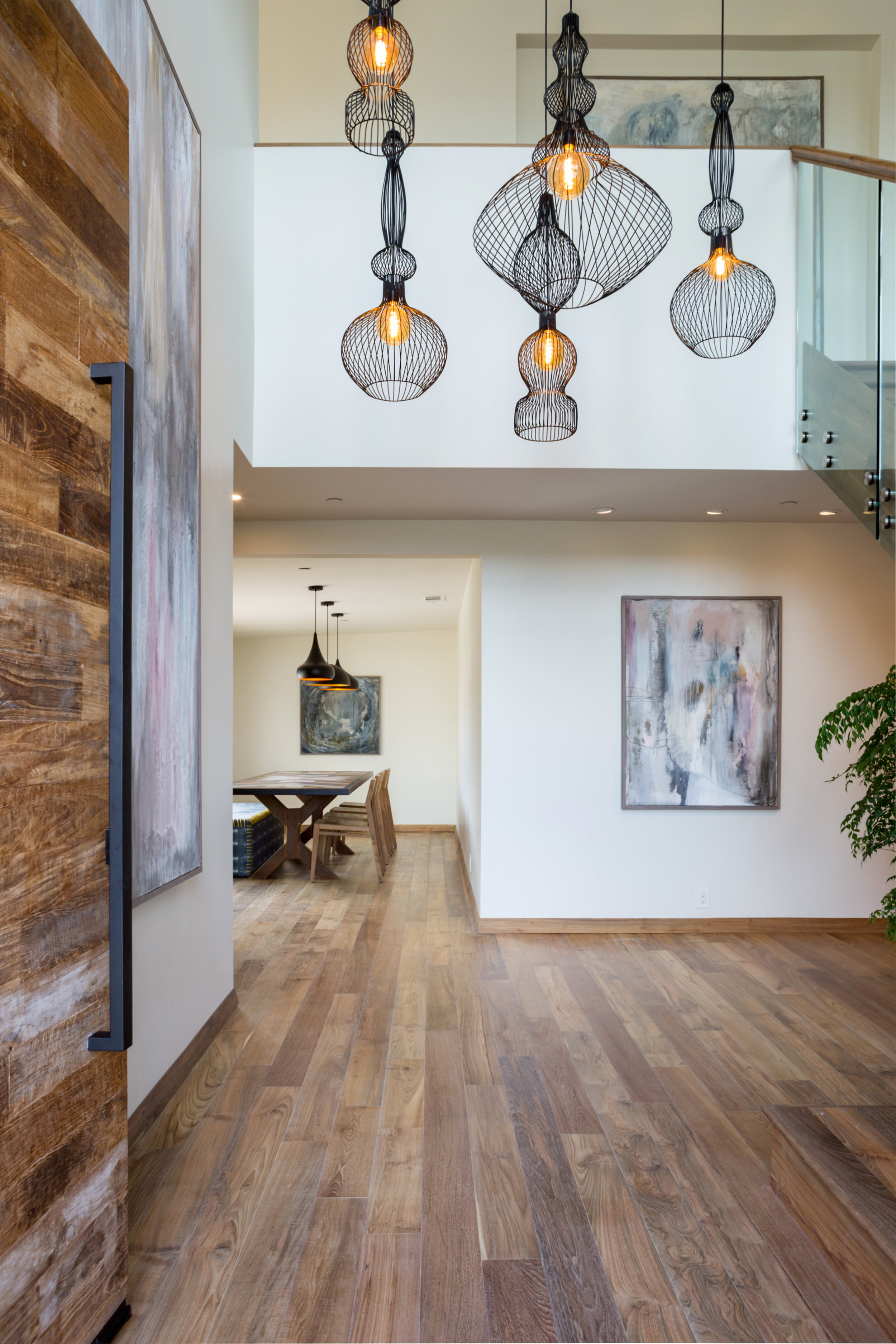 Home in Southern California - inspired by the natural elements of soft colors, wood and the sea.