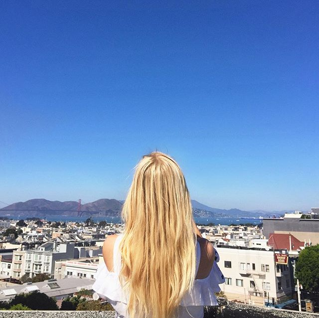 Loving the sunny fall weather in SF🍁🍂 Take advantage of the sun while you still can and hit a few of our favorite daydrinking spots for happy hour🍹Link in bio!