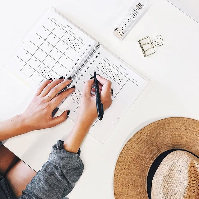 Want to be more productive at work? 5 tips to help you get more done, on the blog now. Link in bio☝️