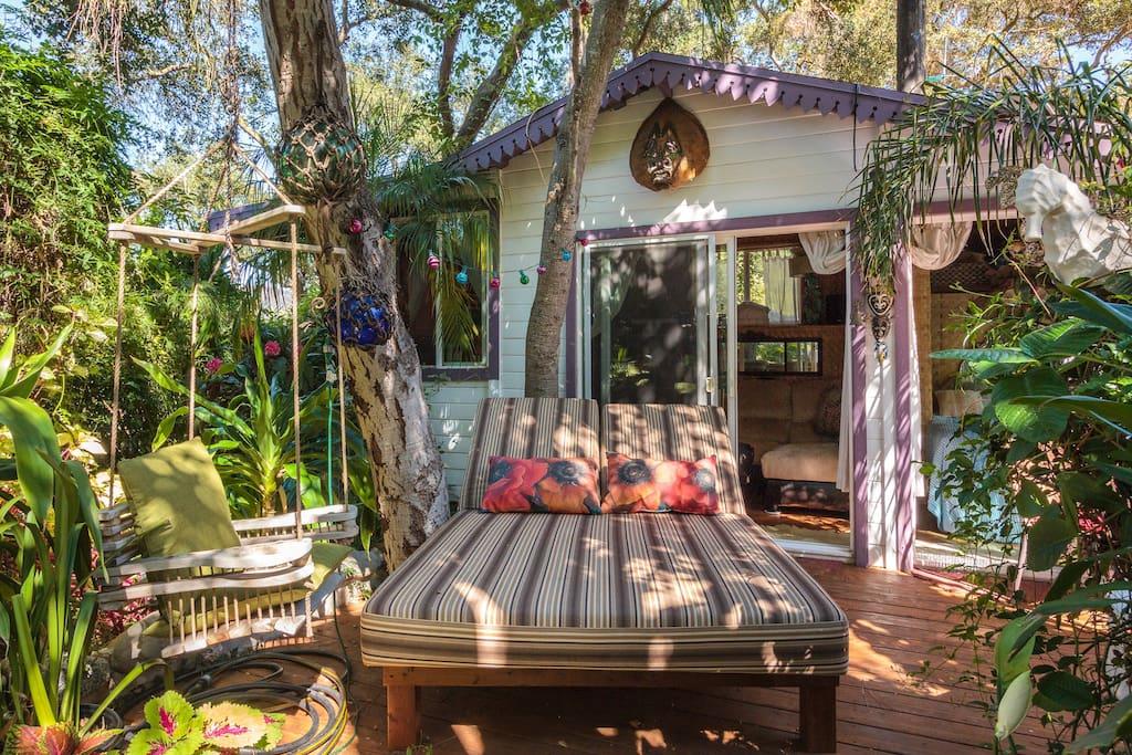 tropical-topanga-airbnb.jpg