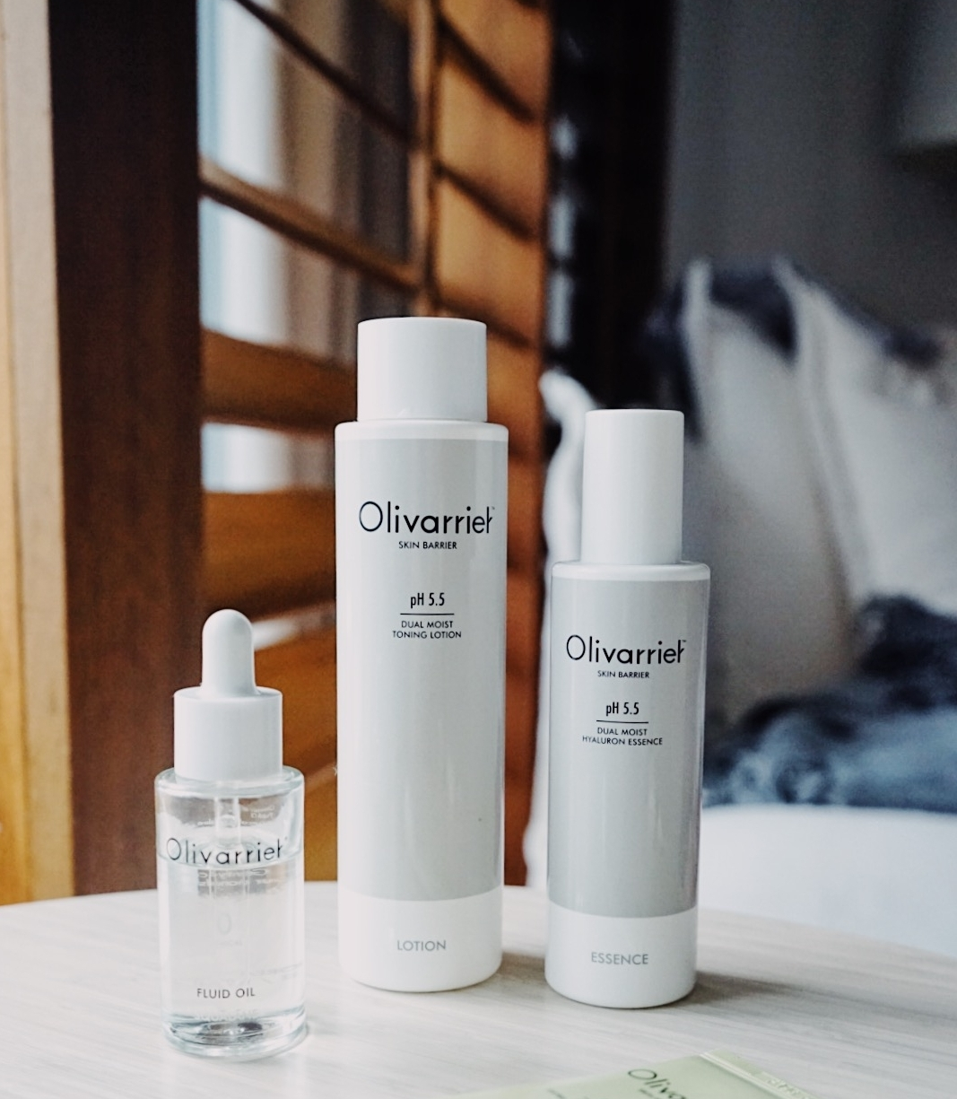 olivarrier review - I found out about this brand at the Peach & Lily Sample Sale last year in New York. I was excited about this brand because of its pH 5.5 and the minimal packaging. I bought the cream and essence at the Sample Sale and ended up winning this entire set from a P&L giveaway!