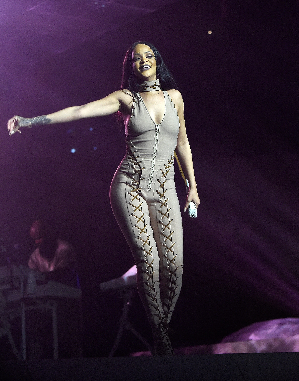 620187907LL019_Rihanna_Anti-compressed.jpg