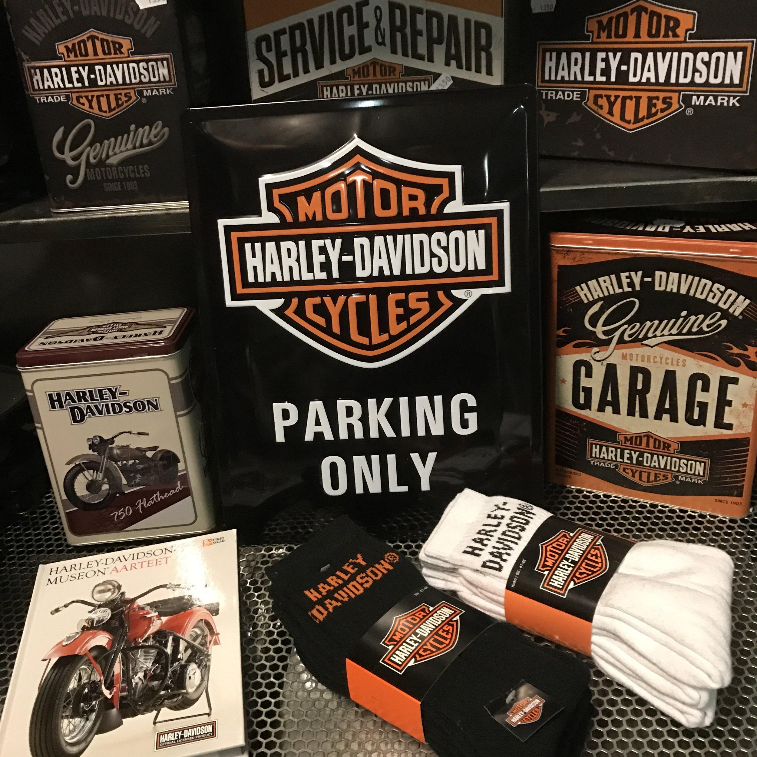 Harley-Davidson oheistuotteita.