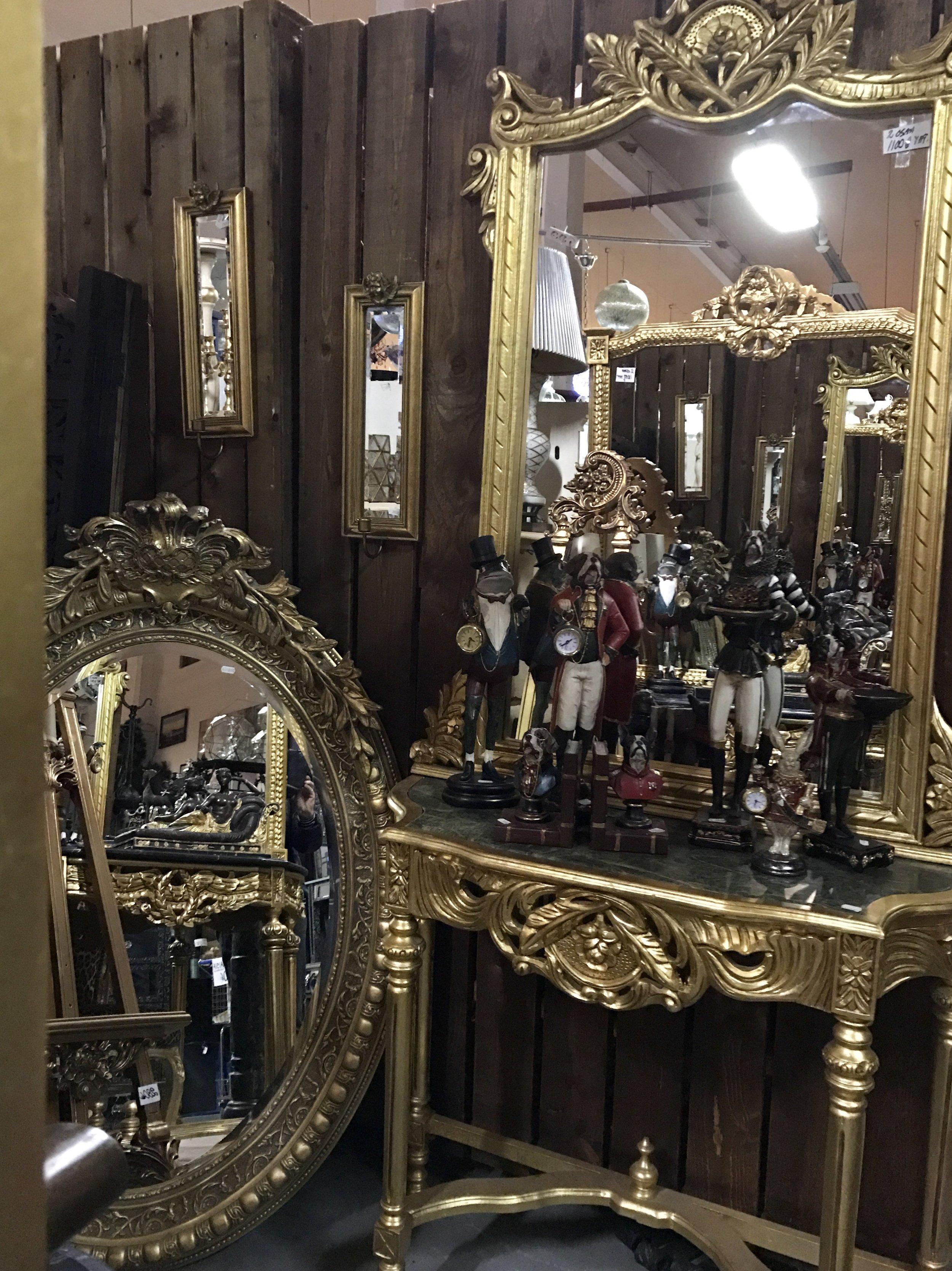 Peilikonsoli 1100€/ soikea peili 350€