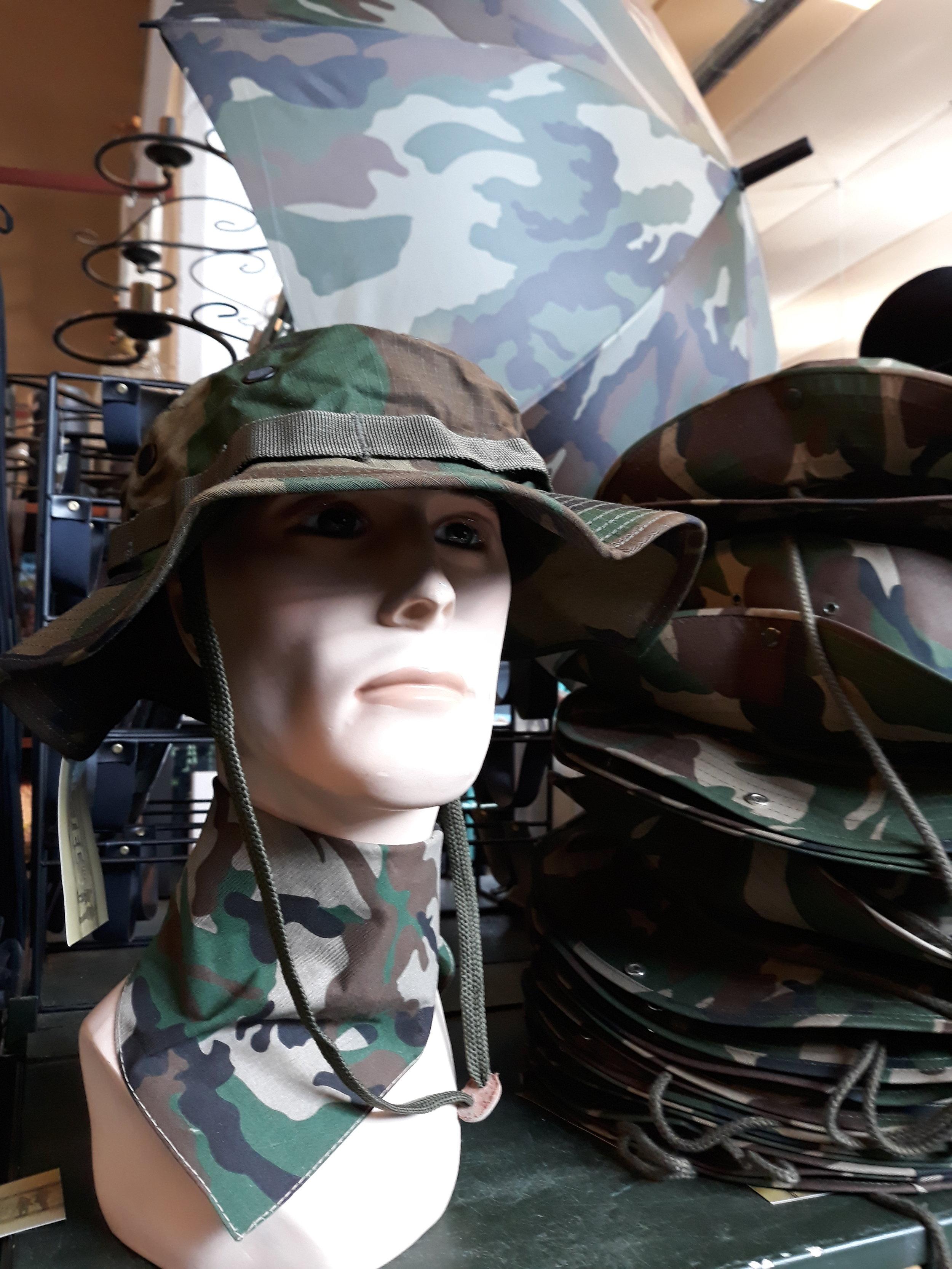 Hattu 12€ huivi 3,50€