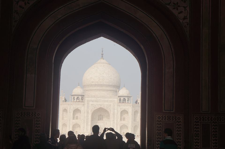 TAJ MAHAL THROUGH THE DARWAZA