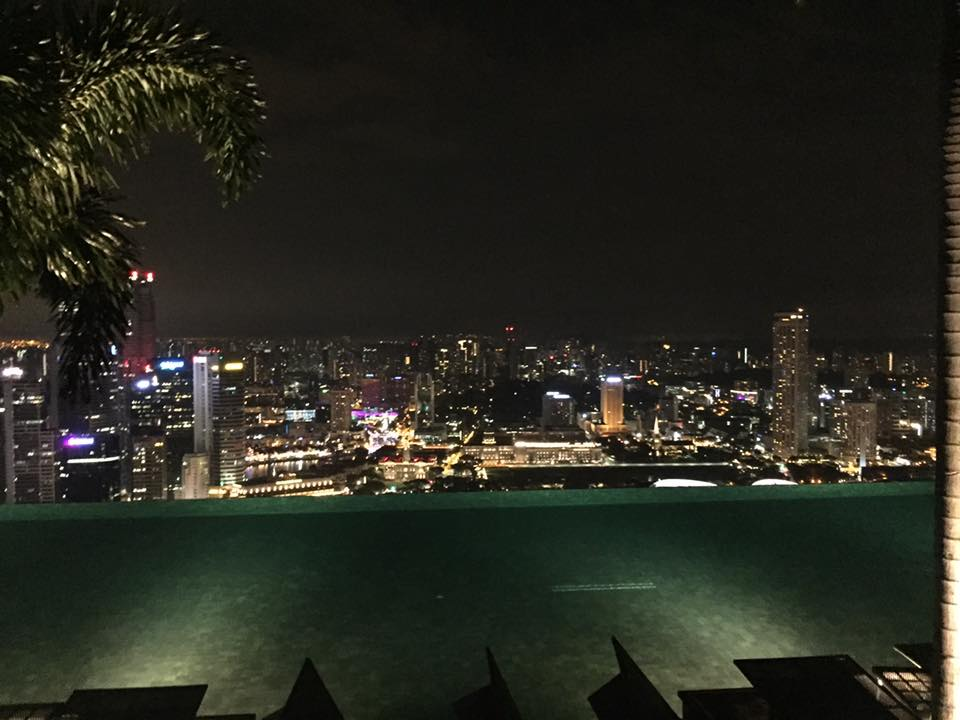 THE INFINITY POOL AT THE MARINA BAY SANDS
