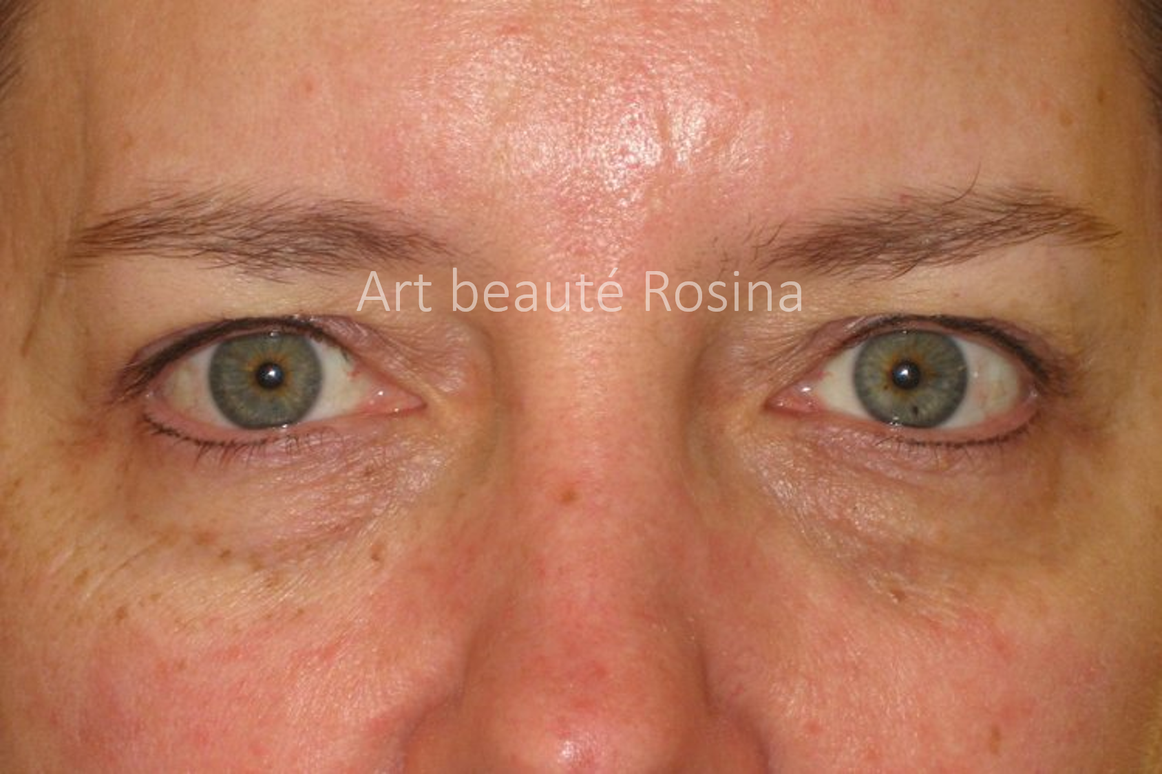 Eyeliner haut et bas pigmentés - le bas effet cil par cil