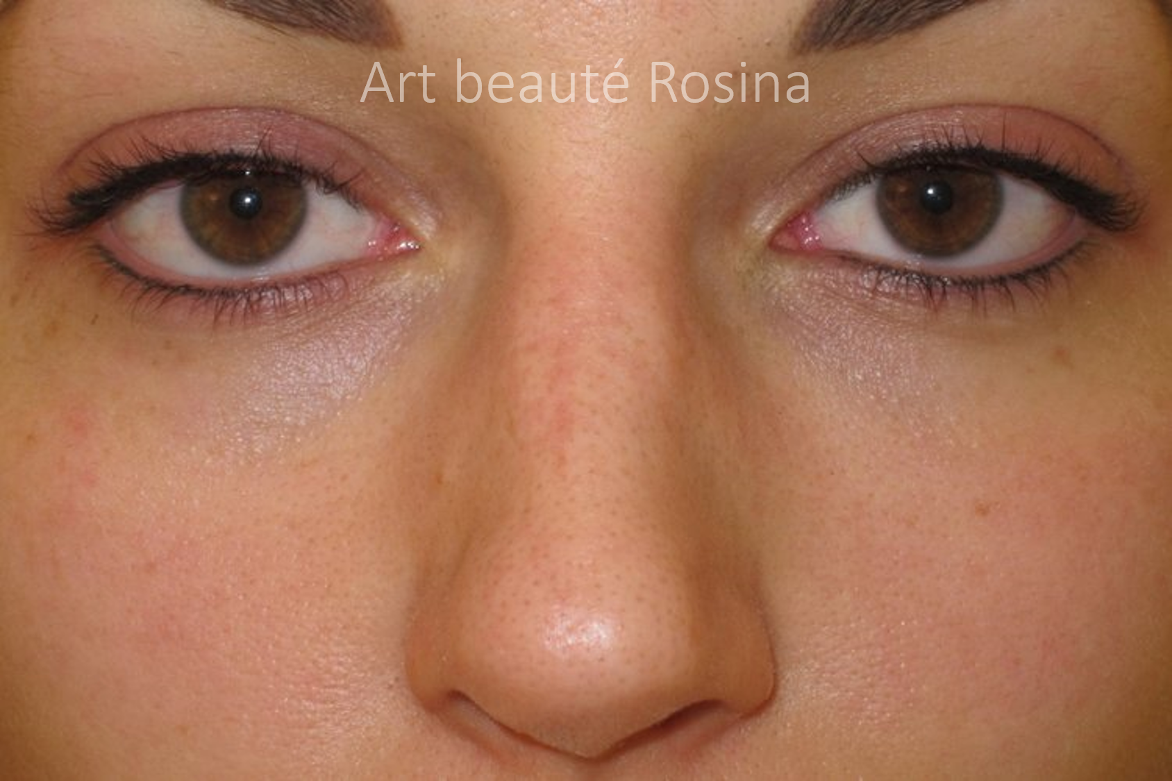 Eyeliner haut et bas pigmentés
