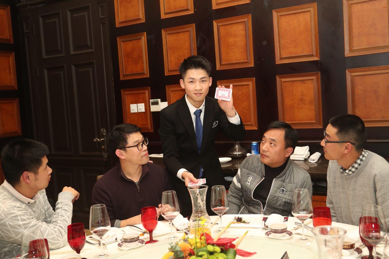 奥迪媒体答谢晚宴邀请  Blackstone Magic Bar   魔术师—李东津 带来一场  充满奇妙与欢乐的魔术体验
