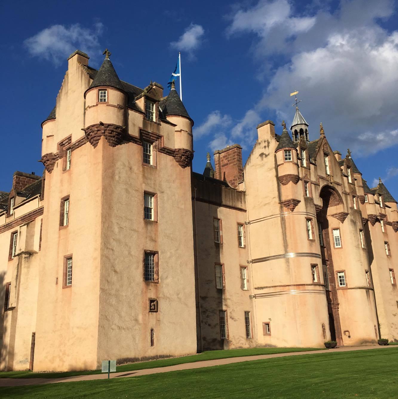 Fyvie Castle in the sun.jpg