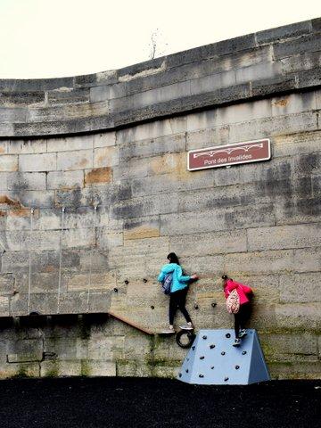 berges-de-seine-climbing-wall.JPG