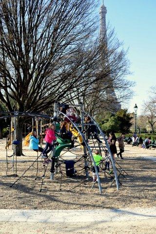 playground-near-eiffel-tower.JPG