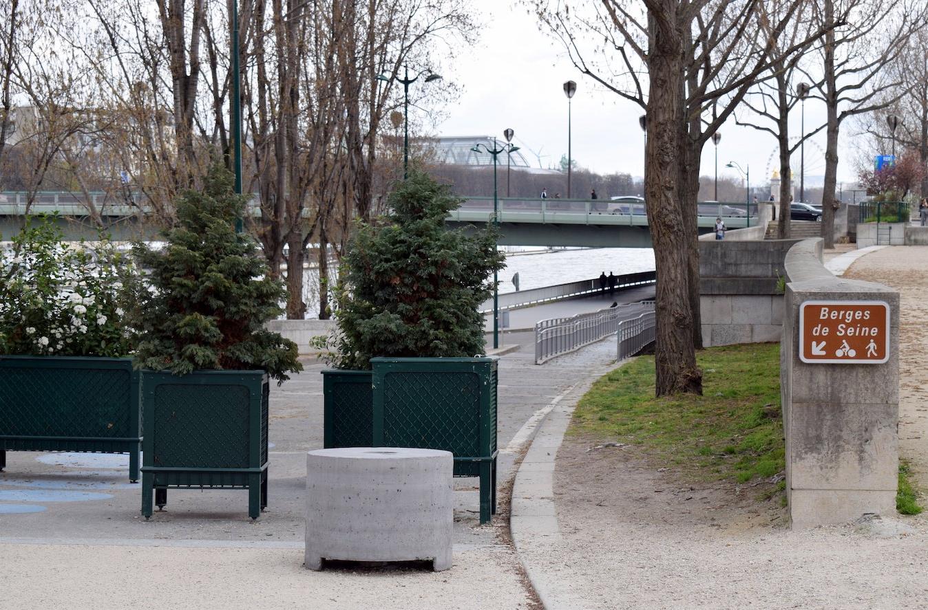 Entrance to Berges de Seine