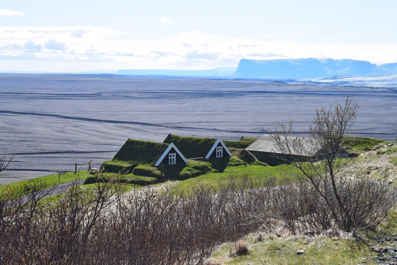 Turf houses in Sel