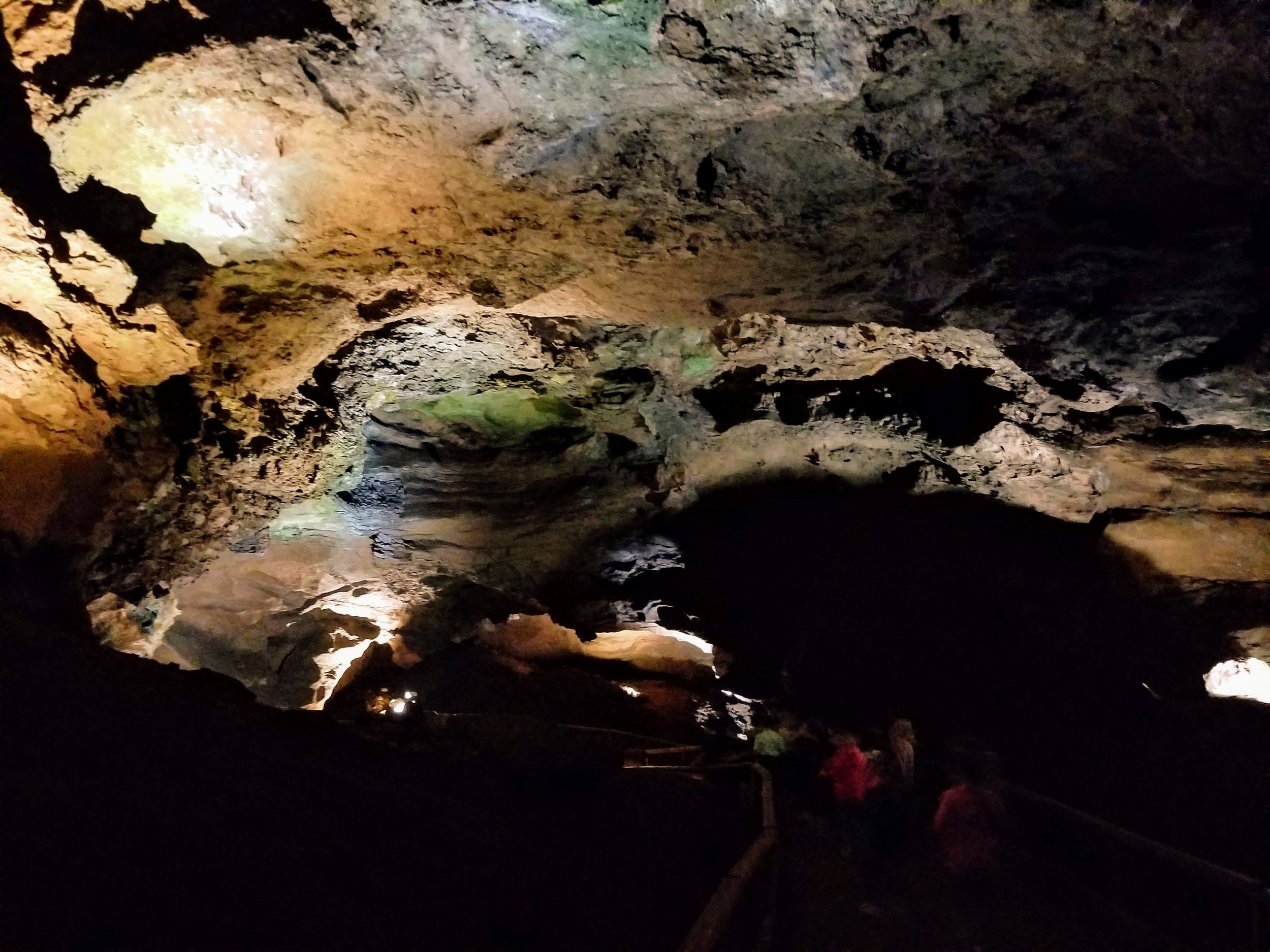 Descending down to the lake. As you can see, the cave rooms are quite roomy. (Ha!)