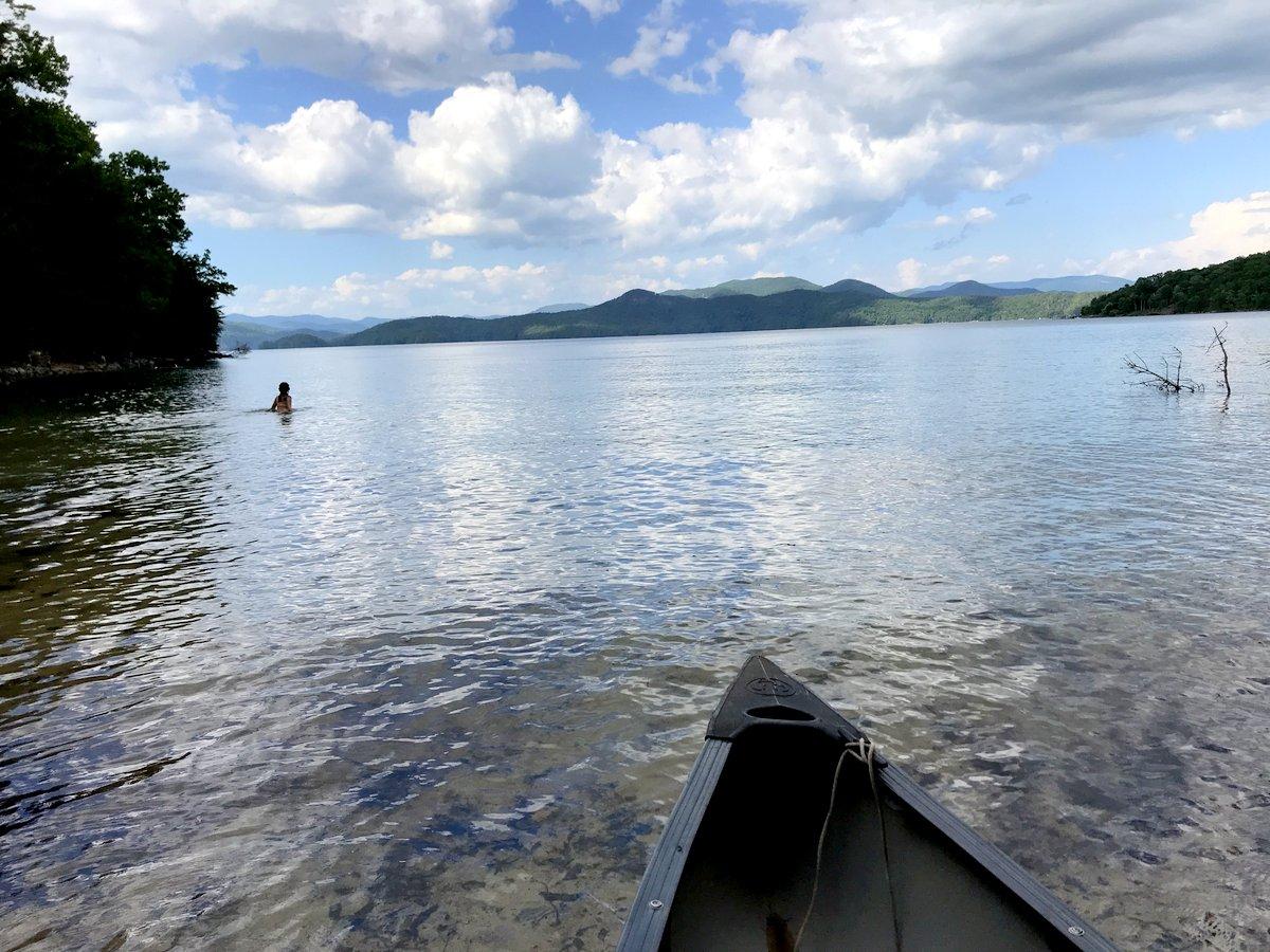 canoe-lake-jocassee