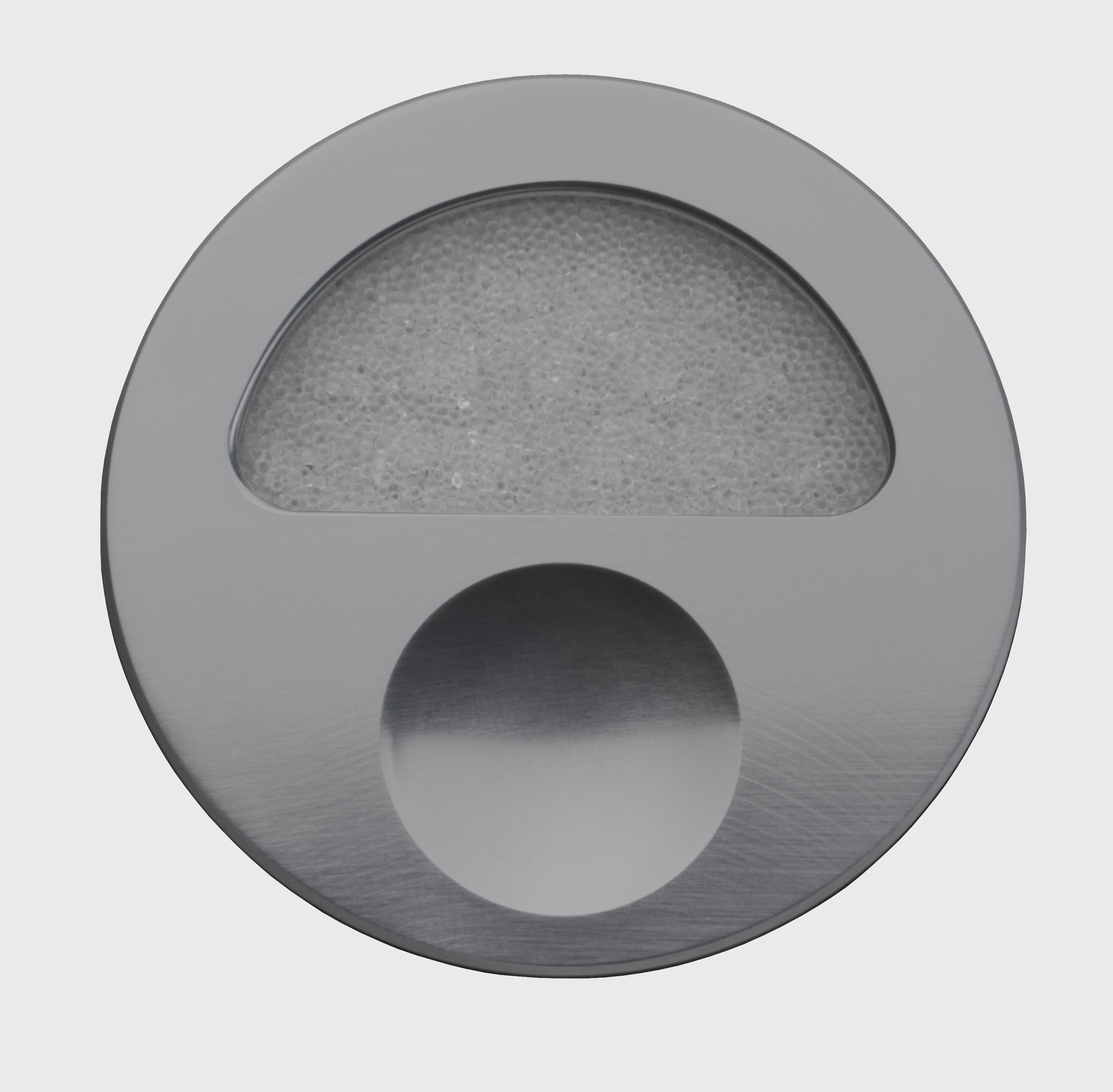 Zephyr-Titainium-Front-Closed-Off-GB.jpg