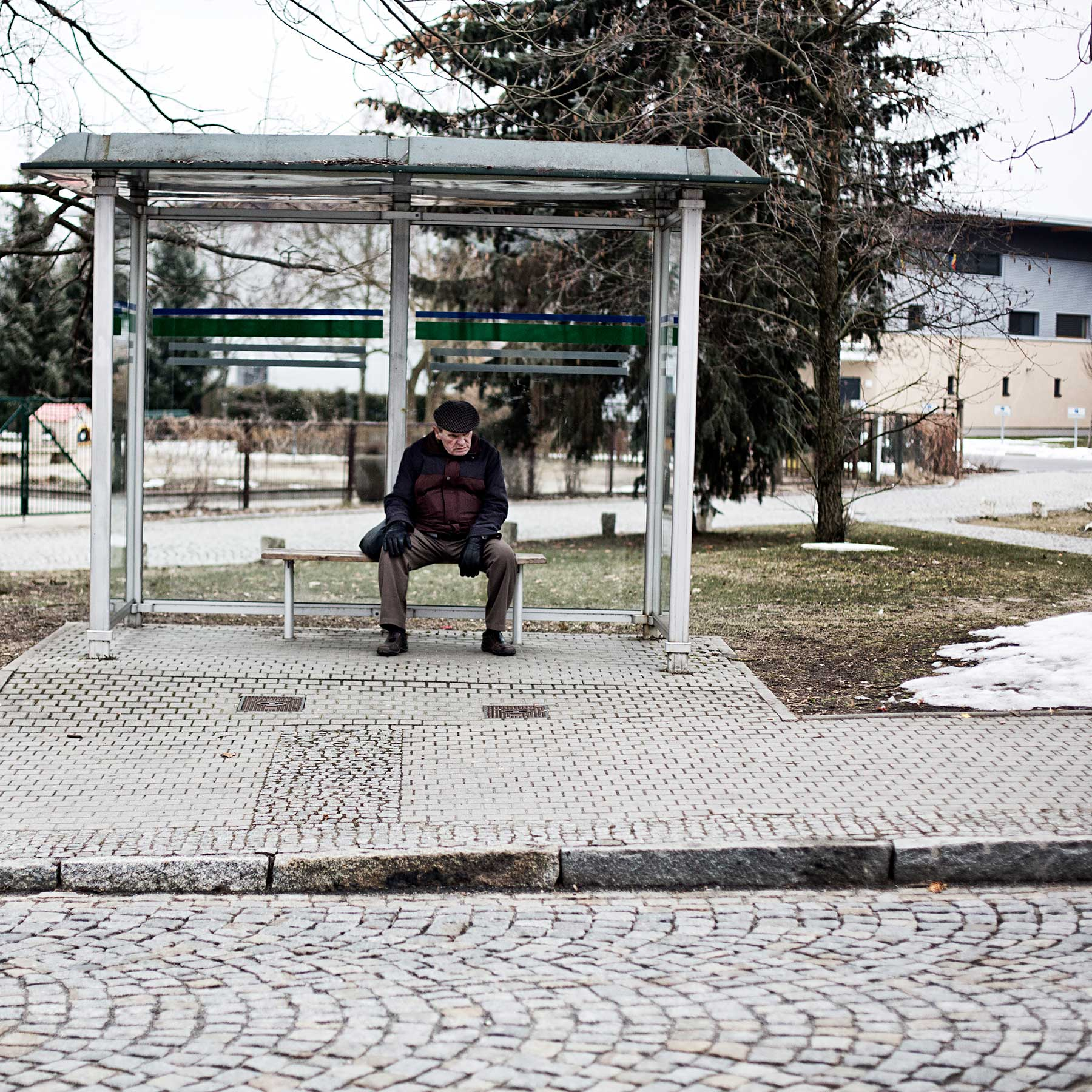 The average population age for Hoyerswerda is 54. Social services and funding are gear towards the aging population causing a strain on services for the younger population thus forcing students to move to nearby cities like Berlin and Dresden for opportunities.