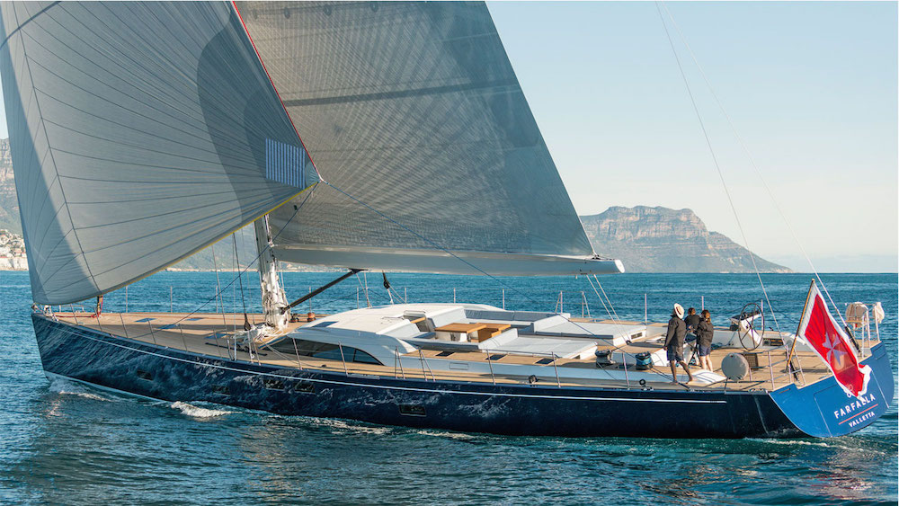 Yacht Farfalla under sail