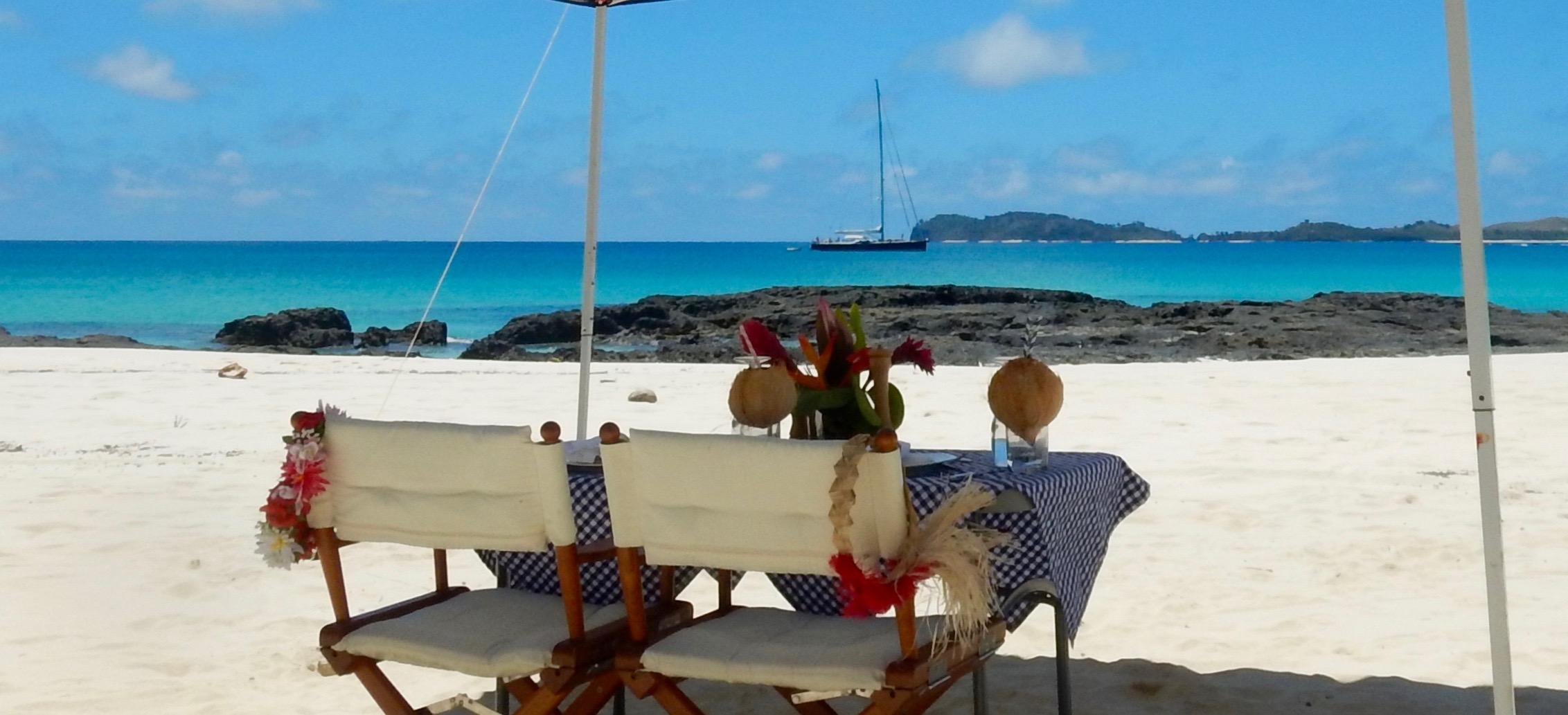 Yacht Farfalla beach dining