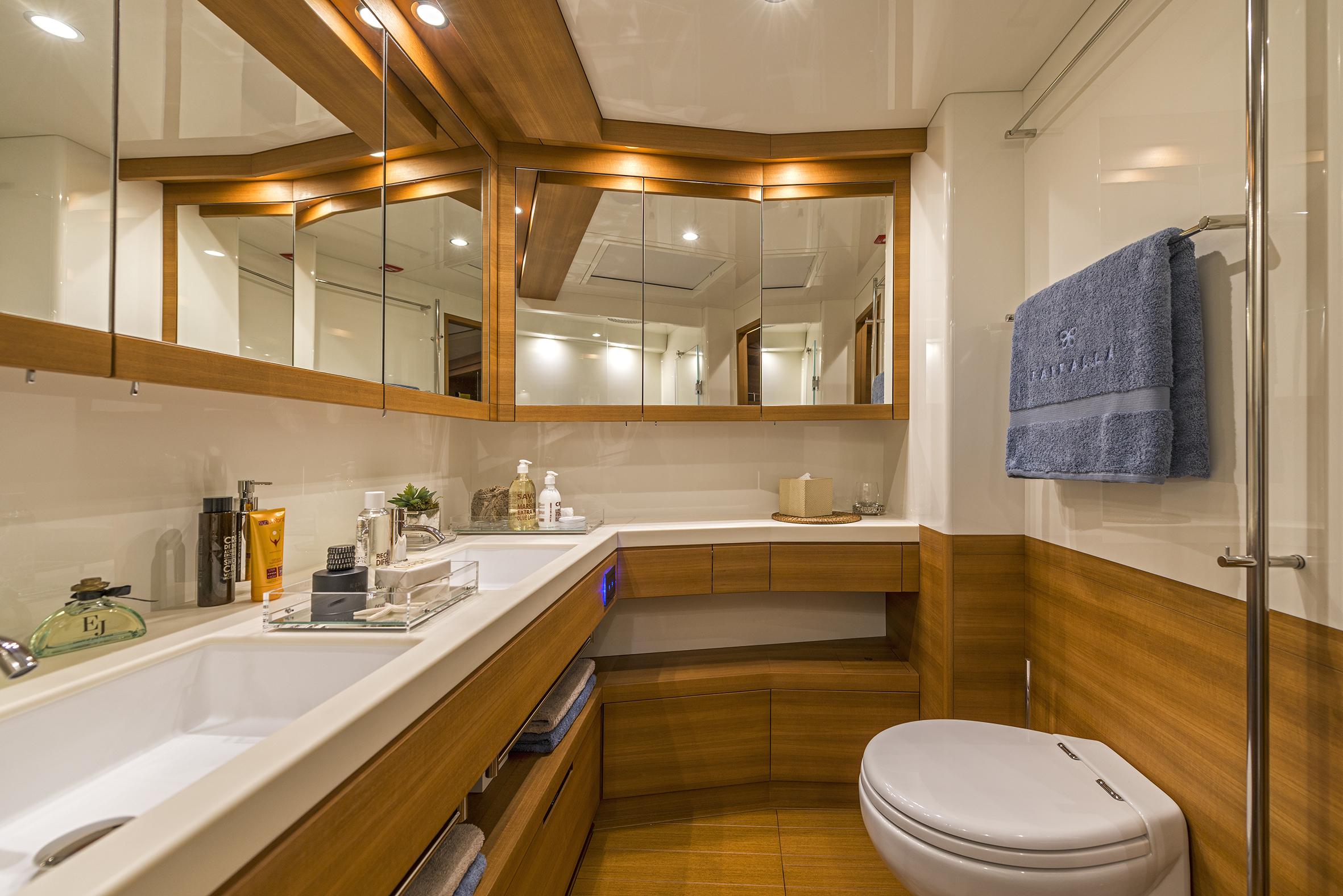 Master cabin en suite