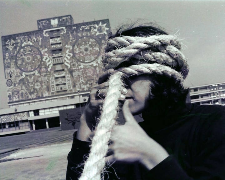 Andrea-Ferreyra-Torbellino-Photographic-documentation-of-street-performance-Mexico-City-January-1993-720x576.jpg