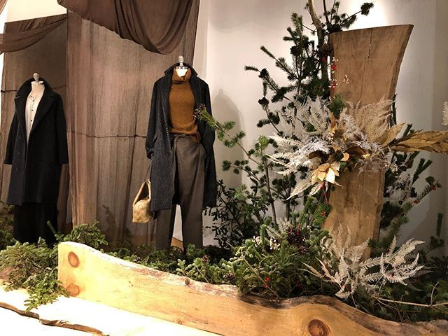 Seasonal installation 🕊 . . . #flowershop #installation #seasonal #displaydesign #sohonyc #aranjira
