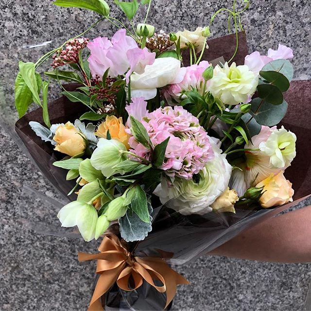 Feels like spring🌸🌷🌼🦋 . . . . #springfeeling #ranunculus #springflowers #sweetpea #butterflyranunculus #stemonajaponica #sprayroses #helleborus #dustymirror #deliveryflowers #newyork #nomad #flowershop #flowerstagram #flower_daily #flowerbouquet