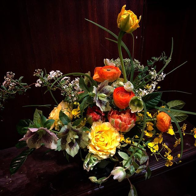 💛🧡💛🧡💛🧡 . . . . #flowershop #nyc #aranjira #spirea #tulip #orchid #rose #helleborus #flowerarrangement #delivery