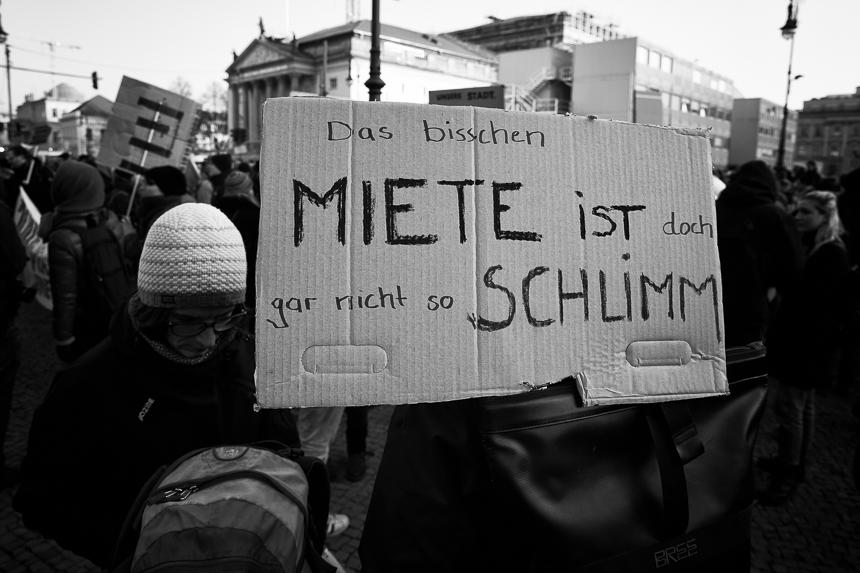 Hunderte in Berlin für bezahlbaren Wohnraum auf der Straße