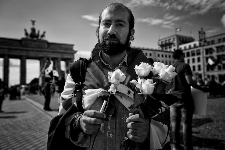Syrischer Protest in Berlin zum Jahrestag des Giftgasangriffes i