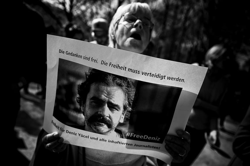 Kundgebung der Vorwärts-Liederfreunde für Deniz Yücel in Berl