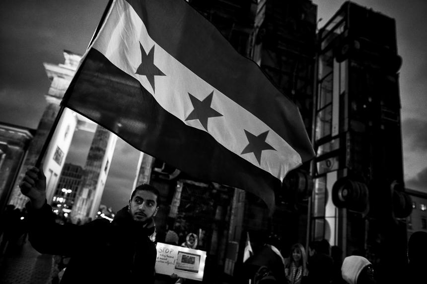 Syrer halten in Berlin eine Mahnwache Solidarität mit al-Ghouta