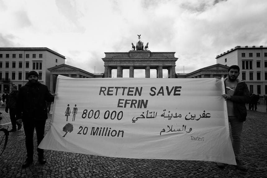 Kurden protestieren in Berlin gegen Bedrohung von Efrin