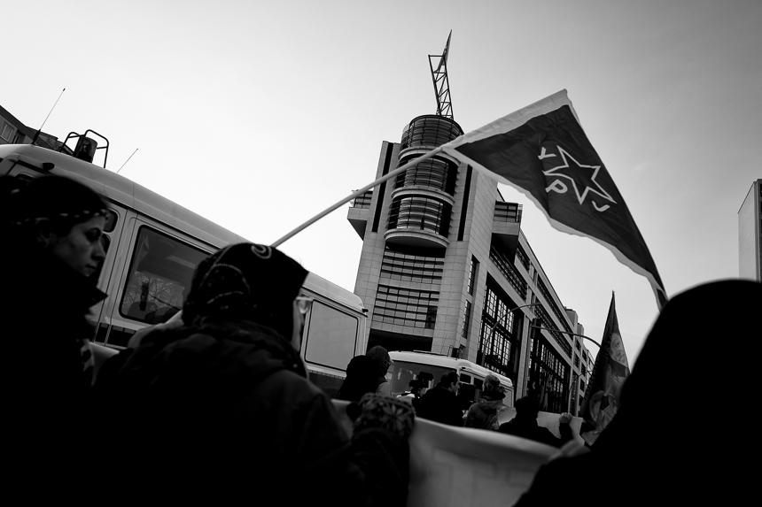 Kurden und Linke protestieren am World Afrin Day in Berlin
