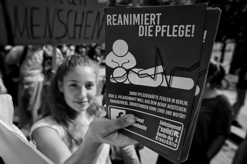 Hunderte beim Walk of Care in Berlin