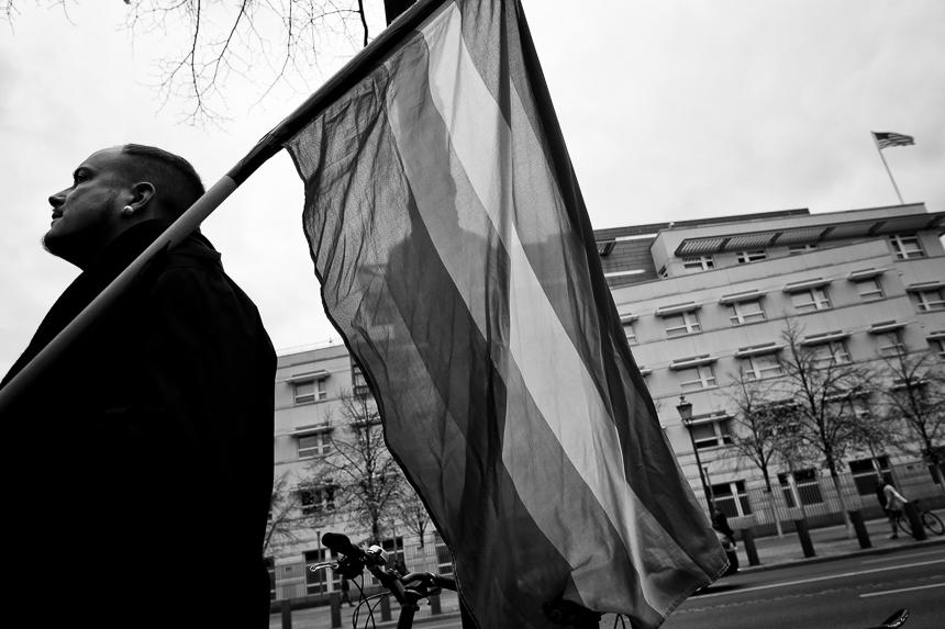 Protest vor US-Botschaft in Berlin gegen Diskriminierung von Tra