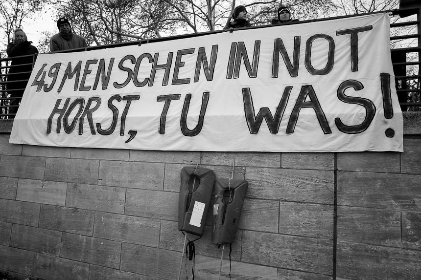 Seebrücke fordert in Berlin Aufnahme von Geflüchteten der Seaw