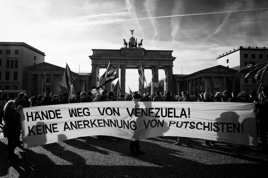 Linke Gruppen solidarisieren sich in Berlin mit Nicolás Maduro