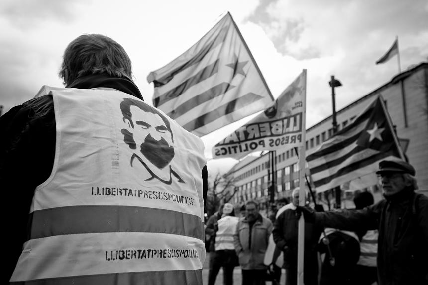 Kundgebung in Berlin fordert Freiheit für die katalanischen pol