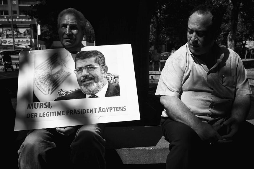 Hunderte protestieren in Berlin für den entmachteten Präsident