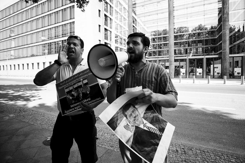 Pro Mursi Protest vor dem Auswärtigen Amt