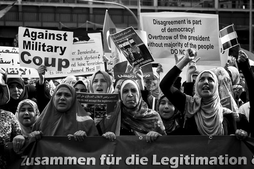 Hunderte protestieren für Mohammed Mursi in Berlin