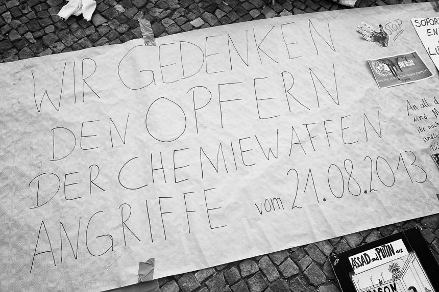 Mahnwache in Berlin zum 6. Jahrestag des Chemiewaffenangriffs in