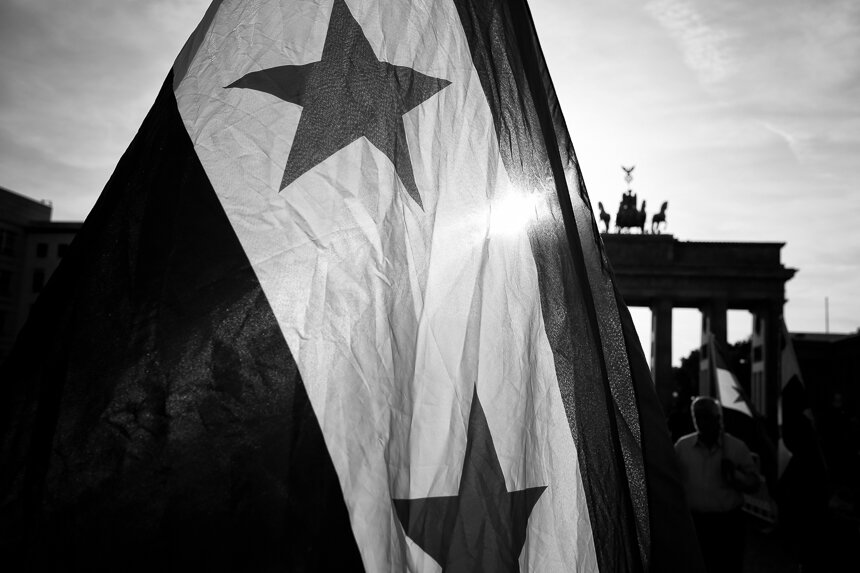 Kundgebung in Berlin fordert Solidarität mit den Menschen in Id