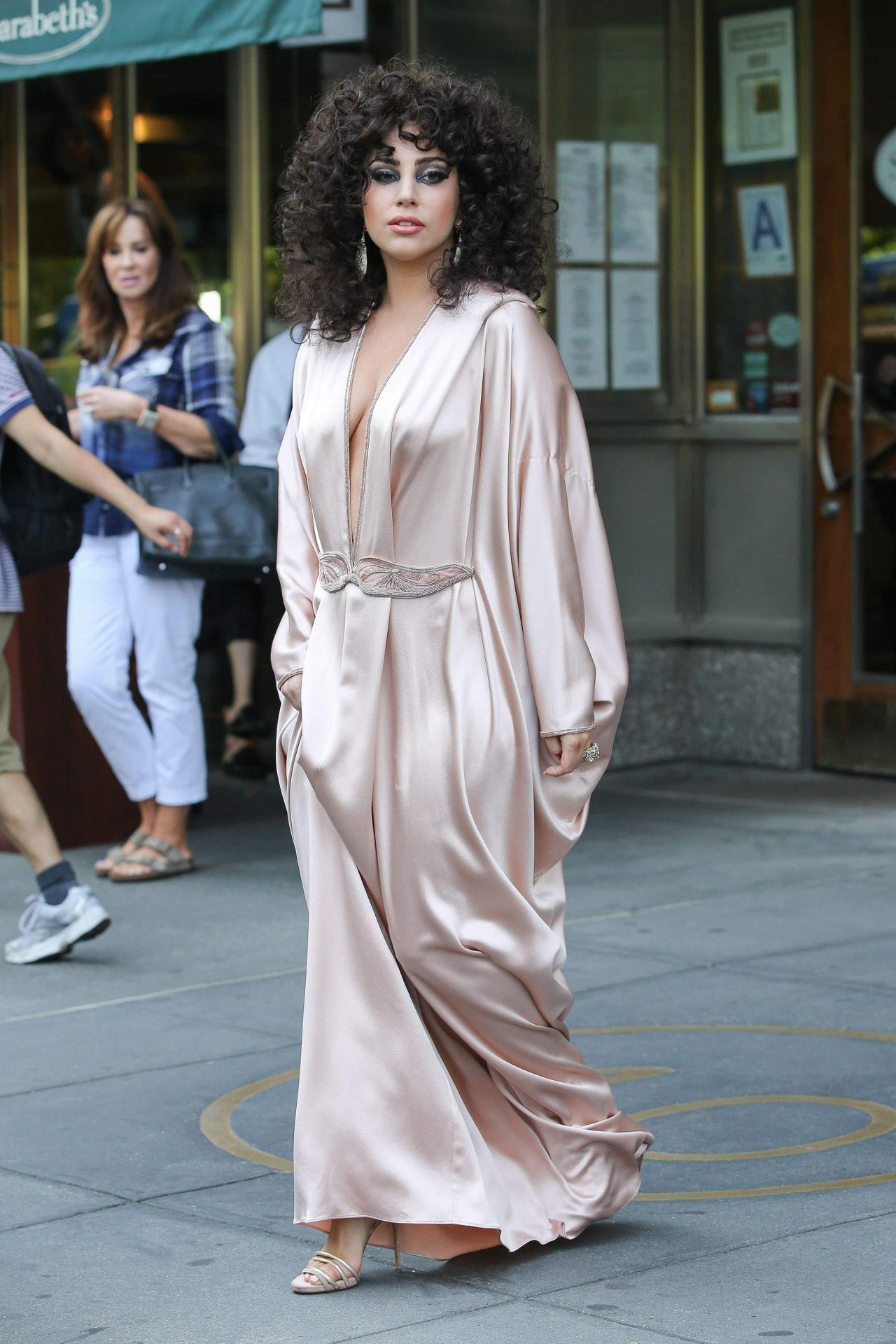 lady-gaga-in-pink-silk-dressing-gown-leaves-her-apartment-in-new-york-city_1.jpg
