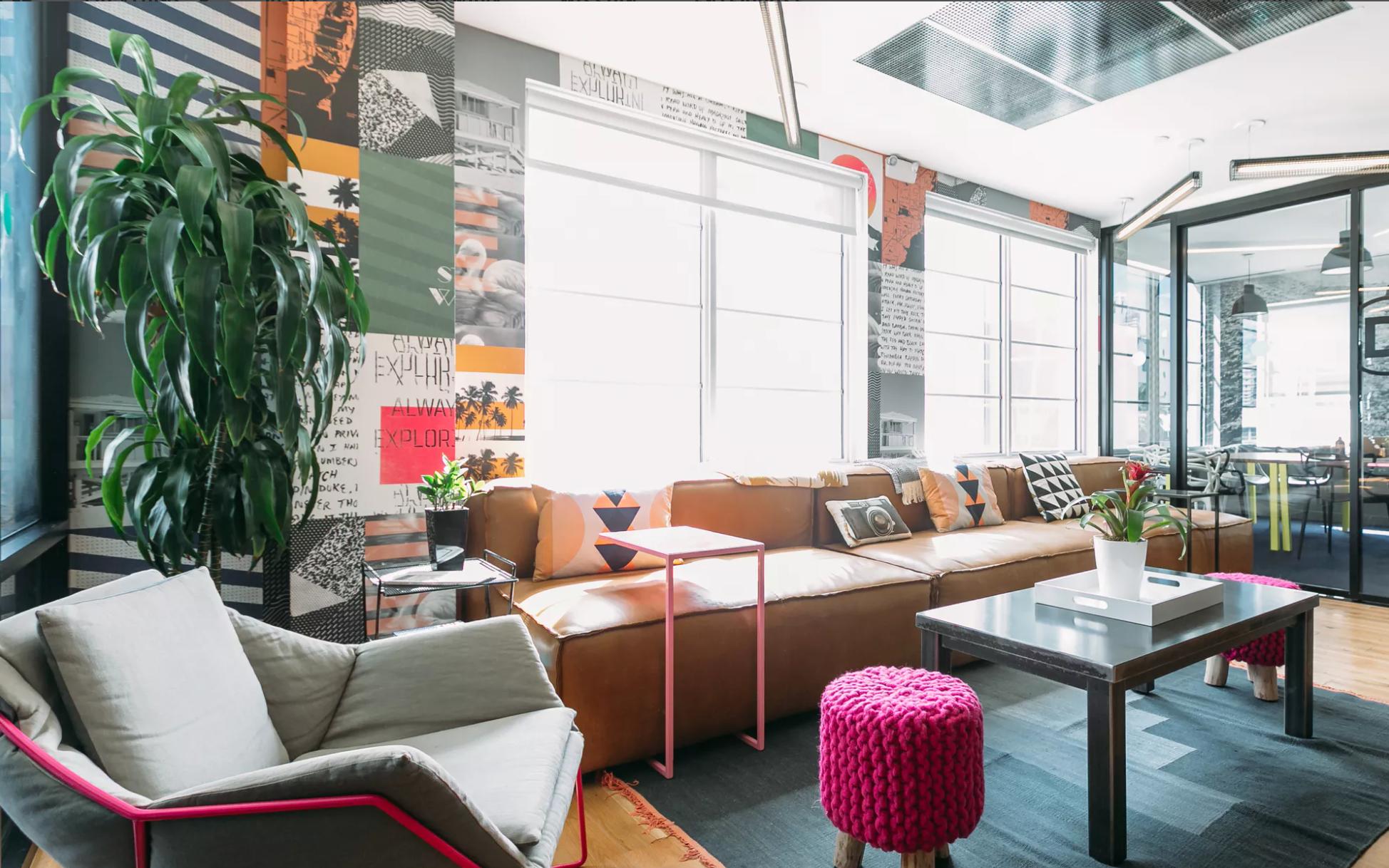 Офис Smile Bright Media Inc. расположен в коворкинг WeWork в Майами-бич. Изображение:  WeWork